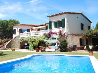 Magnificent Villa With  Terrace Near Calonge