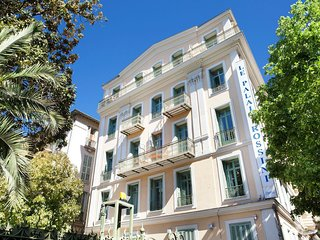Stately apartment in a formal hotel in the heart of Nice