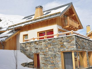 Panoramic chalet near the mountain village of Valloire