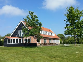 Beautiful group accommodation with facilities near the sea