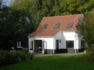 Attractive holiday home with large garden and within walking distance of the bea