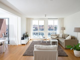Contemporary Apartment In Den Haag With Marina View