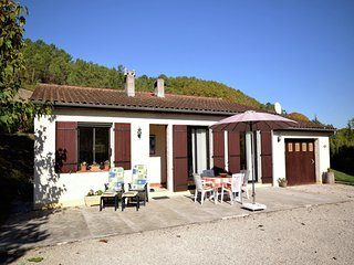Cozy Holiday Home with Garden in Soturac France