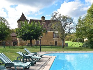 Vintage Holiday Home in Besse with Swimming Pool