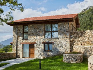 Cozy Mansion in Cangas de Onis with Meadow View