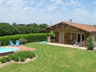 Spaciosu Holiday Home in Sadillac with Swimming  Pool