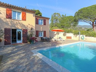 Provencal Holiday Home in Bormes-les-Mimosas with Pool