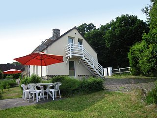 Wonderful gîte in the Suisse Normande with lovely garden and gorgeous view.