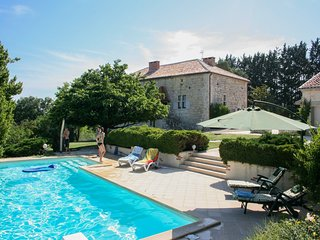 Pleasant gite on a quiet domain with large swimming pool and a park-like garden.