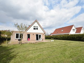 Peaceful Holiday Home in Zeewolde with Swimming Pool