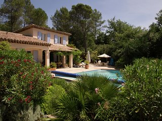 Villa with private pool in a valley in the forests of the beloved Lorgues.