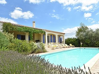 Charming Villa in Escales with Jacuzzi