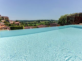 Magnificent holiday home with stunning view on medieval Belvès