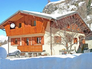 Spacious and bright chalet with a cozy atmosphere with sauna