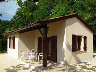 Detached house with a terrace in the south of the Dordogne
