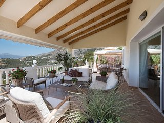 The villa has exceptional panoramic views that are free from any obstructions
