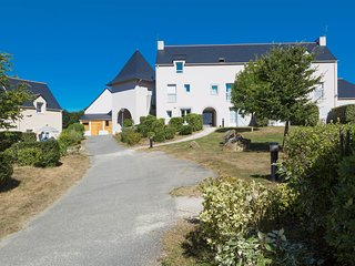 Semi-detached holiday home in beautiful historic Brittany