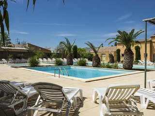 Cosy Holiday Home in Arles with Pool