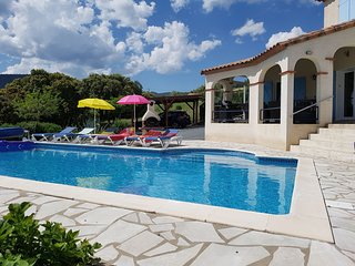 Air-conditioned villa with heated pool, guesthouse and stunning views