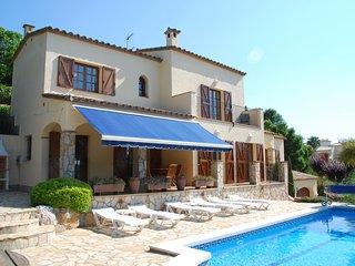Cozy Villa in Calonge with Private Pool