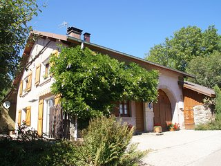 Beautiful Holiday Home Near Chapelle-Aux-Bois With A Garden