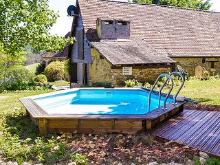Pleasant cottage with swimming pool, large garden, playground and beautiful view