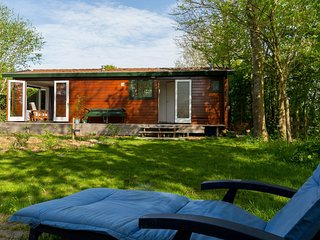 Pleasant chalet for 4 people in a holiday park in Goedereede