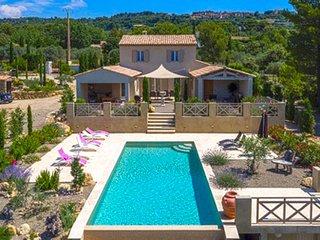 Beautiful villa in Tourtour with Private Garden