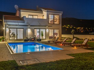 Amazing home in Donji Prolozac w/ Outdoor swimming pool, WiFi and 3 Bedrooms (CD