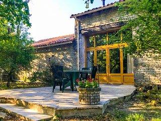Quaint House with Garden in Ranville-Breuilaud