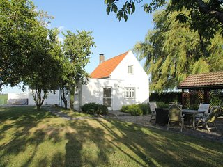 Detached house with tennis court and large garden near the beach of Groede