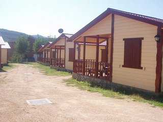 Tidy bungalow with a covered terrace, in the Aragon region