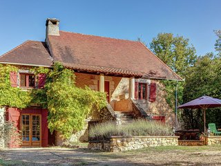 Detached, characteristic house in nature near Saint-Cirq-Madelon (3 km)