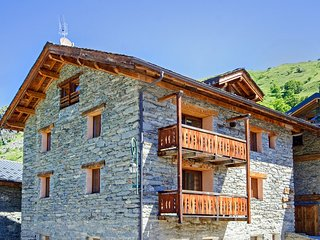 Traditional Chalet in Saint-Martin-de-Belleville with Balcony
