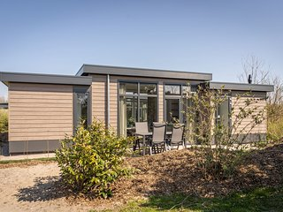 Modern luxury chalet with dishwasher, two bathrooms on Texel