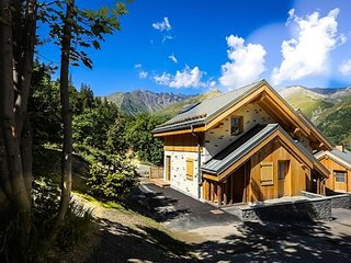 Chalet with wood burning stove in family friendly Valloire