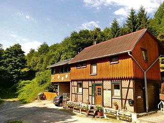 Holiday home directly along the edge of the forest, sauna and modern furnishings