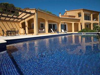 Holiday villa with plenty of charm, privacy and a heated private pool