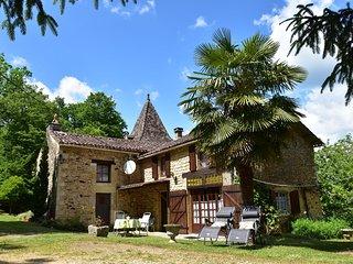 Cozy Holiday Home in Villefranche-du-Périgord with Garden
