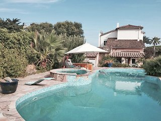 Characteristic villa from 1900 with private pool, walking distance from the Medi