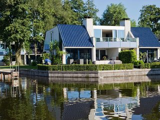 Cozy villa with fireplace at the Loosdrechtse Plassen