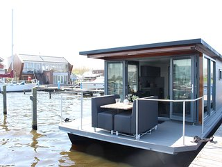 Cozy houseboat at the edge of the marina with beautiful view