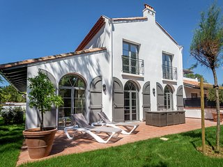 Beautiful villa with terrace in the surfing town of Biarritz