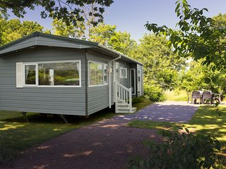 Comfortable chalet with a garden, at nature reserve