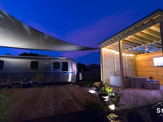 Silver Sail Airstream -Glamping's best Wifi EV Charger