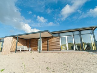 Comfortable lodge with combi-microwave, 900 m from the beach
