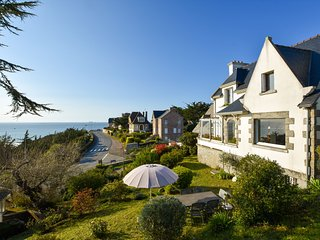 Atmospheric holiday home with magnificent view over sea, 200 m from beach
