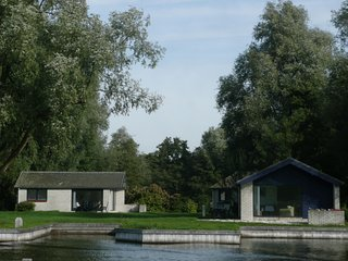 Bungalow on a private island in the Loosdrechtse Plassen