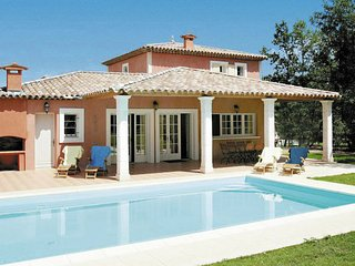 Nice villa with dishwasher and whirlpool, golfcourse at 1 km