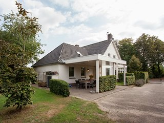 Majestic, large holiday home near Leende, detached and located between meadows a